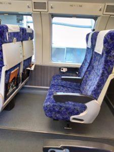 普通列車のグリーン車内はWi-Fi、USB、コンセントは無い